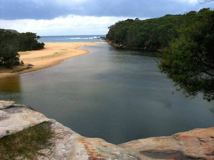 Wattamolla - image by Vladnes CC - http://www.geolocation.ws/v/P/33562037/royal-national-park-wattamolla-beach-and/en